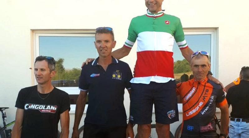 Luca Rovera tiene alto l'onore del Lissone MTB ai Campionati italiani Marathon.